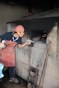 2015年9月10日 石窯からパンを取り出すところ