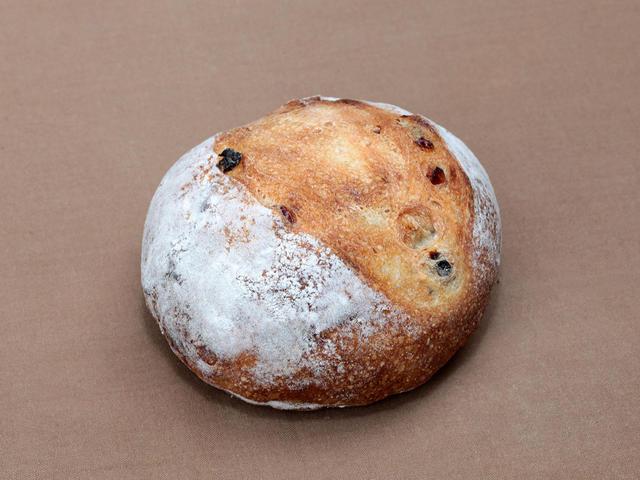 クランベリーパン 360円