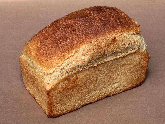全粒食パン 560円
